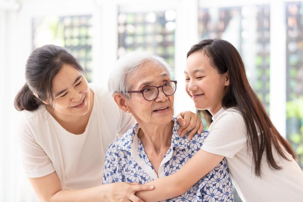 5 Cara Merawat Orang Tua yang Sudah Lanjut Usia di Rumah